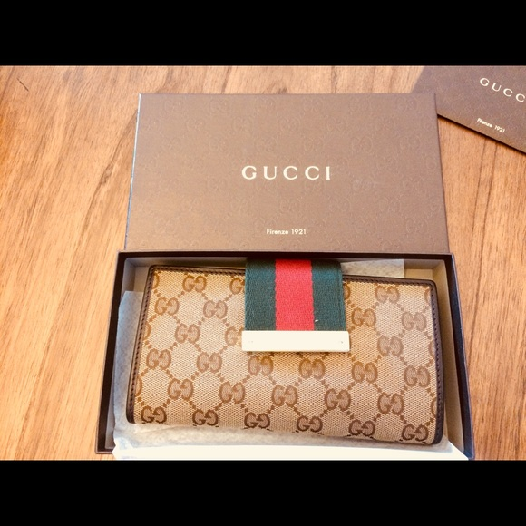 Gucci Handbags - Authentic Brown leather Gucci Wallet.